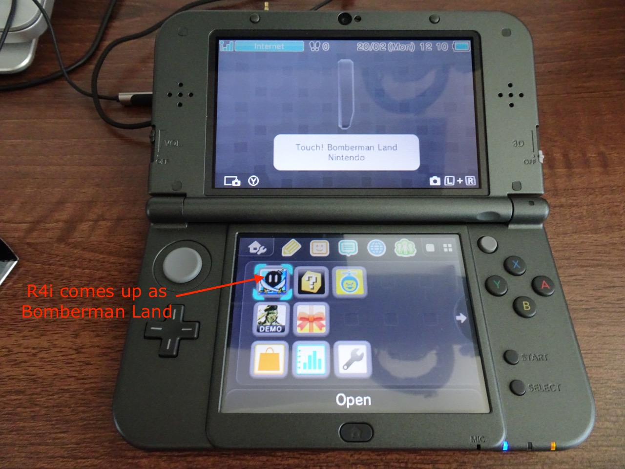 New Nintendo 3DS XL, R4i SDHC RTS Lite and DSDoom   Igor Kromin