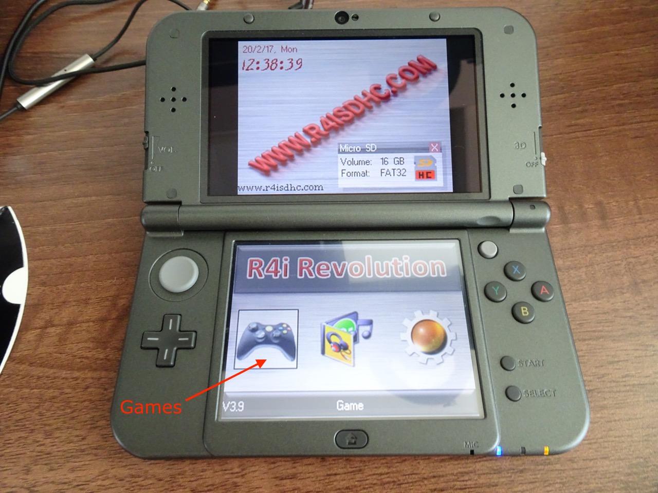 New Nintendo 3DS XL, R4i SDHC RTS Lite and DSDoom | Igor Kromin